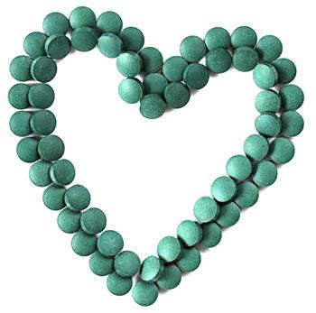 bio chlorella algae capsules shaped to look like a heart