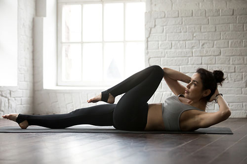 woman doing crunches which is to show exercise number five
