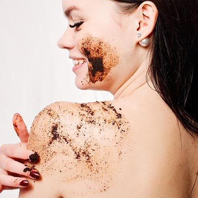 image of a woman using a natural scrub to reduce cellulite